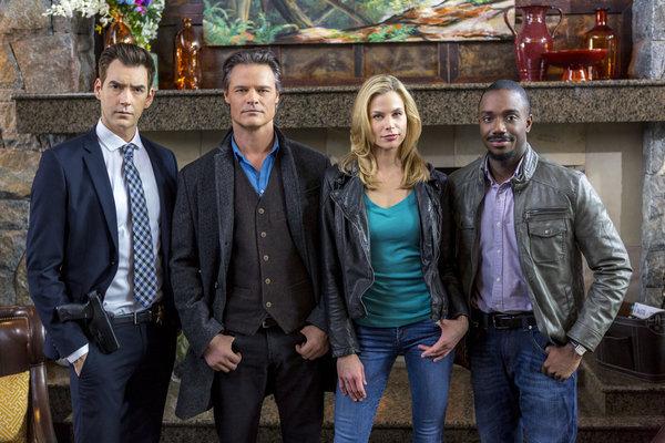 Matthew Kevin Anderson (Munro), Dylan Neal (Henry), Brooke Burns (Maggie), Marc Senior (Bailey)