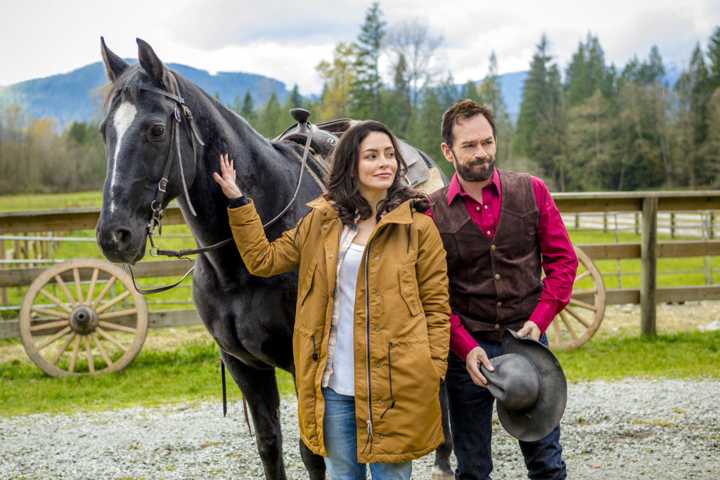 Emmanuelle Vaugier, Luke Perry Credit: Copyright 2015 Crown Media United States, LLC/Photographer: Bettina Strauss