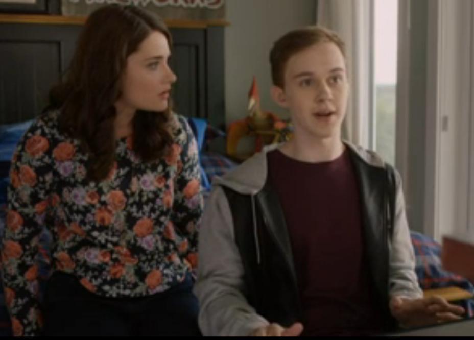 Eva Bourne (Hannah), Connor Stanhope (Logan)