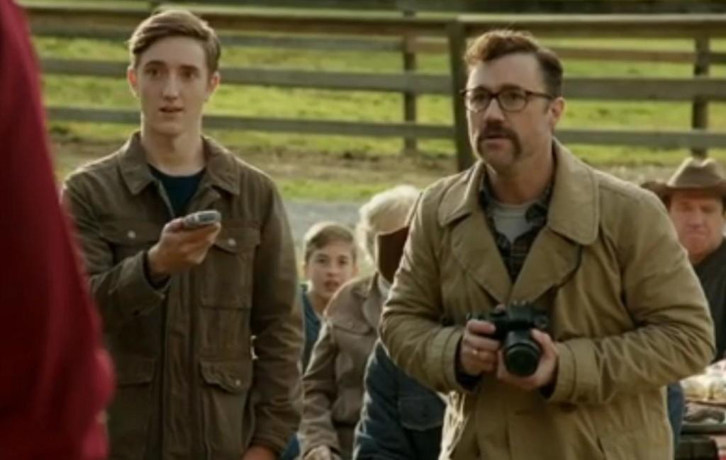 Michael Teigen (Journalist), Joshua Ballard (Derek)