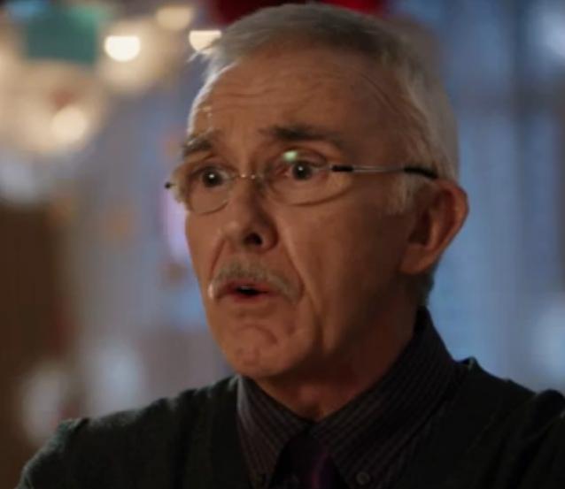 Peter Hanlon as Lewis